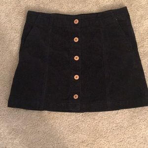 Dresses & Skirts - Button front skirt